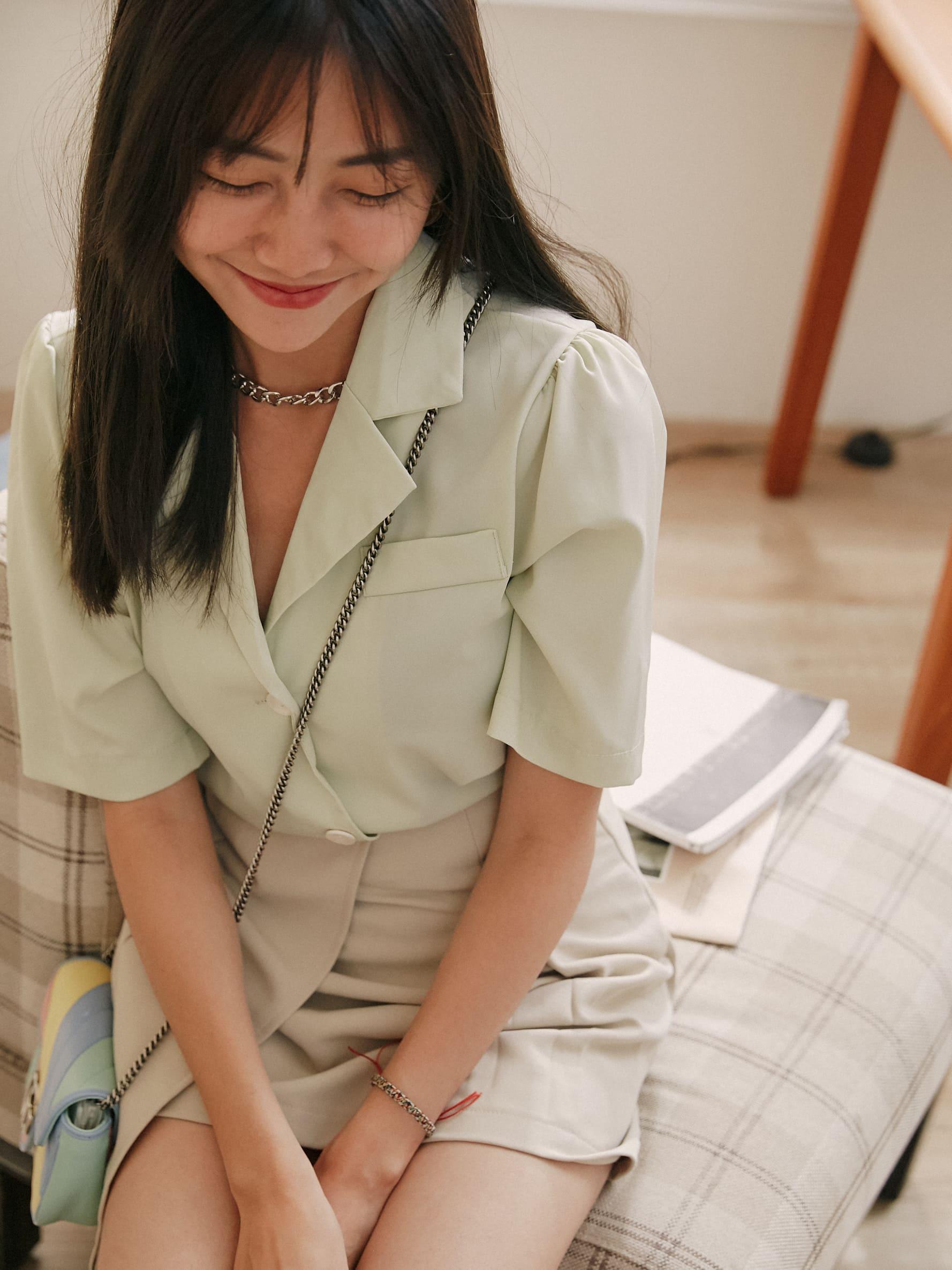 光澤美釦薄襯衫上衣/罩衫