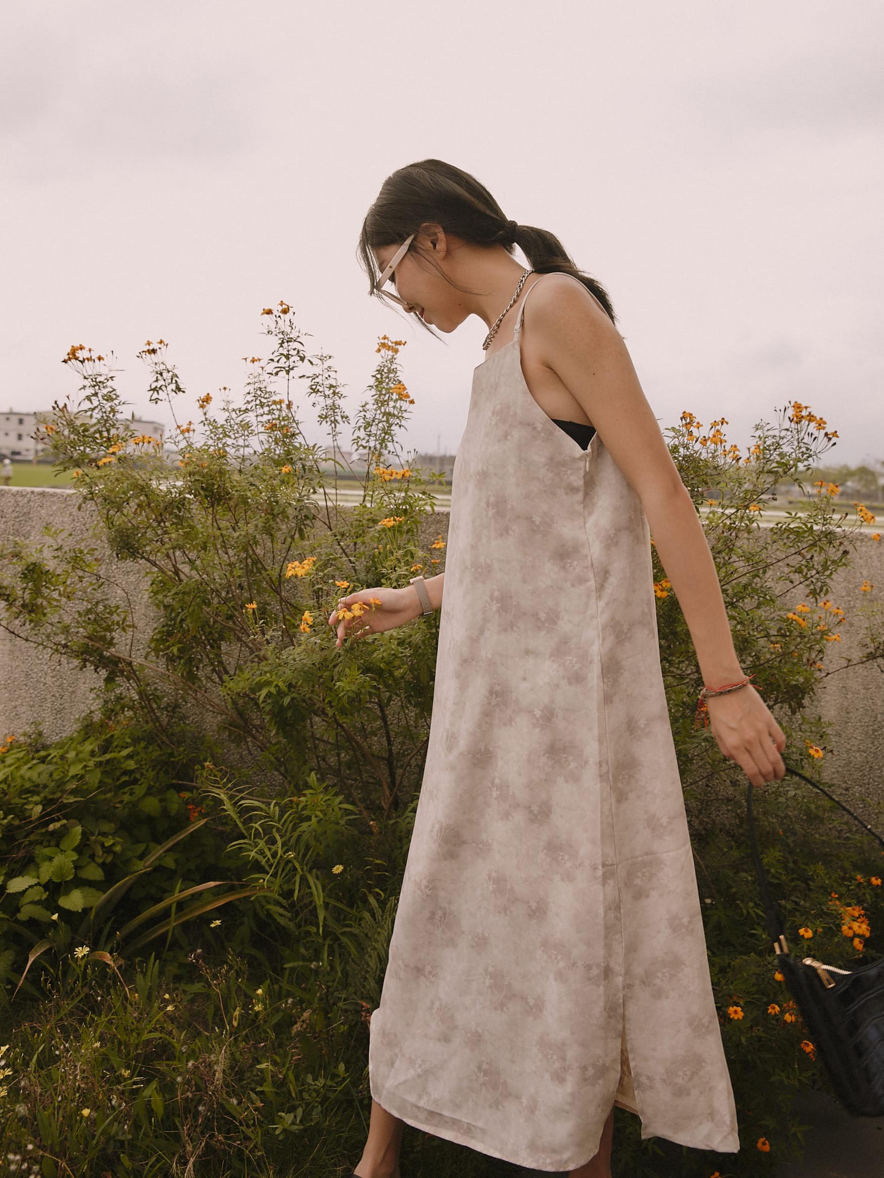 低色調花氣質連身裙