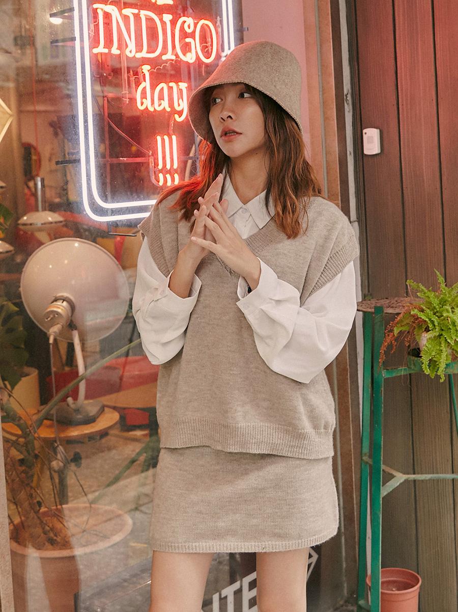 冬日溫柔V領針織背心套裝 (背心+短裙)