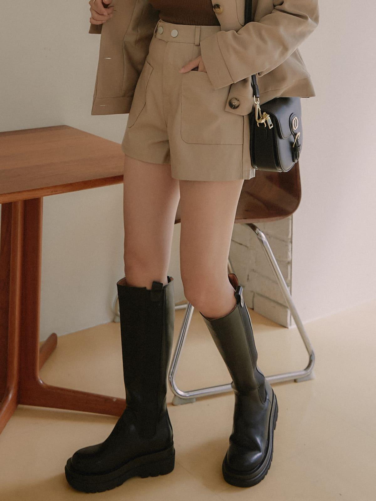 時髦皮革短褲