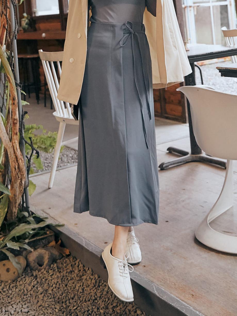 側綁造型中長裙