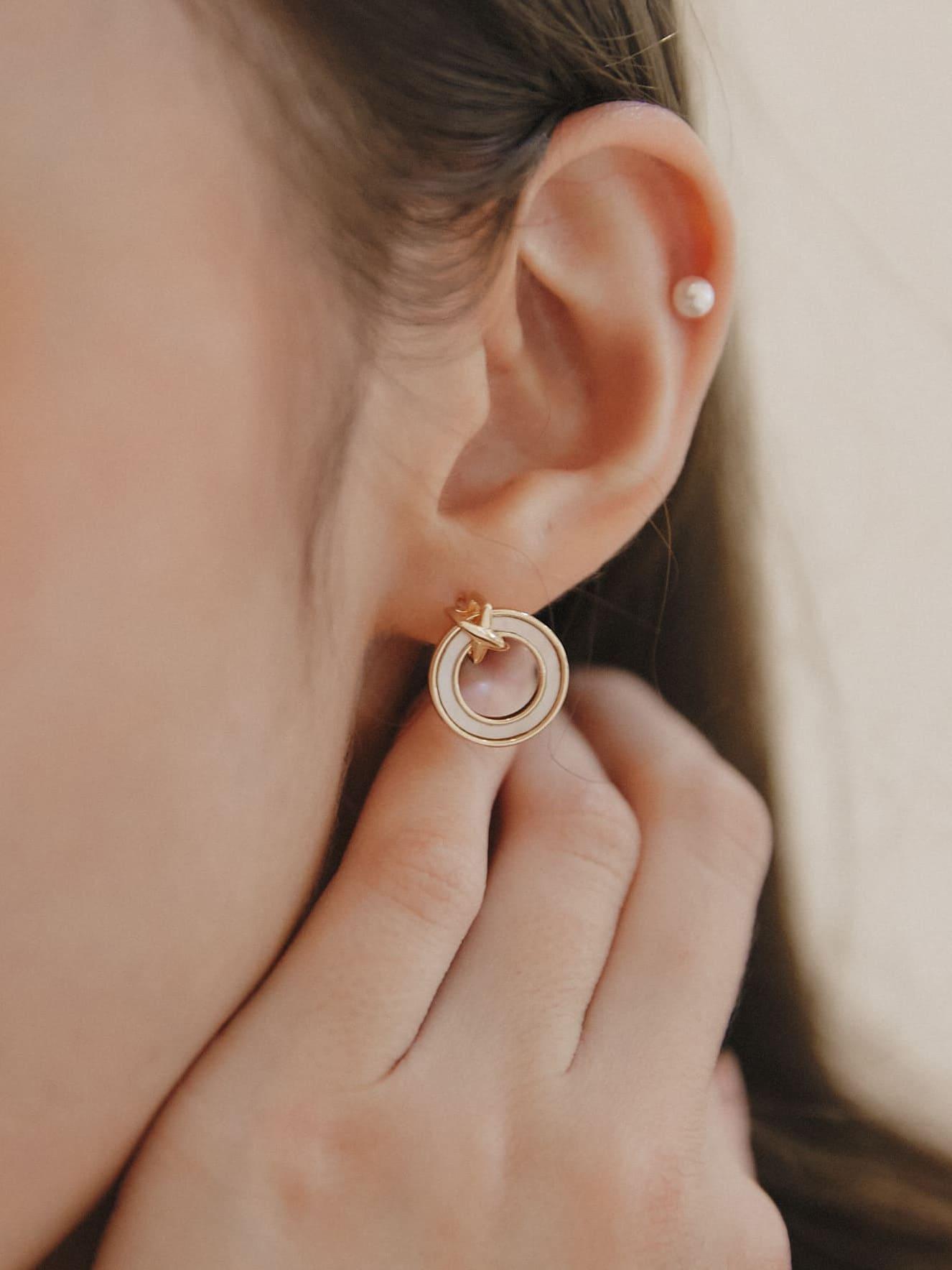 金邊鏤空貝殼耳環