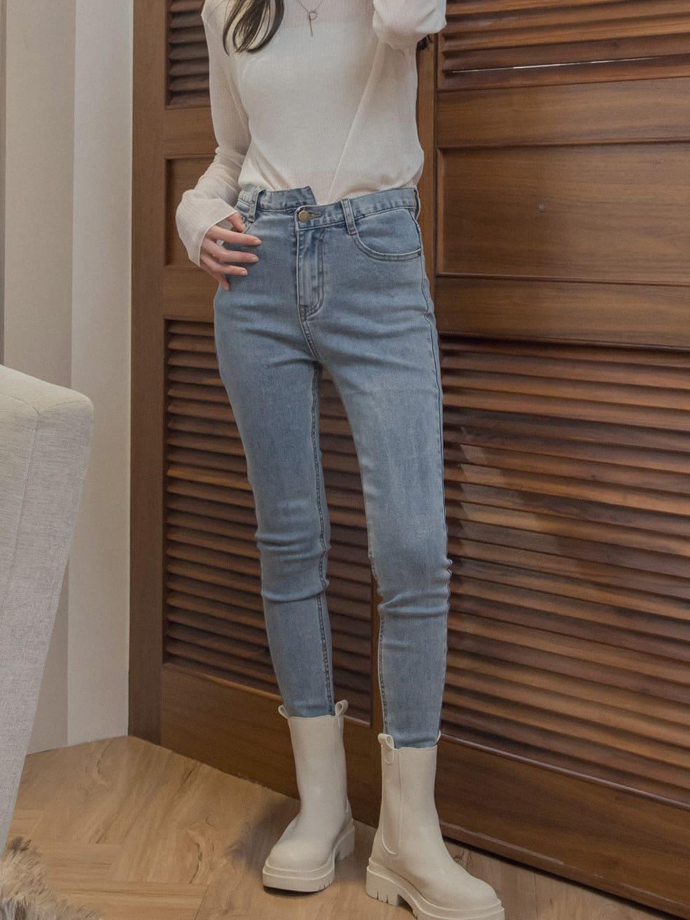 褲頭斜扣窄管牛仔褲