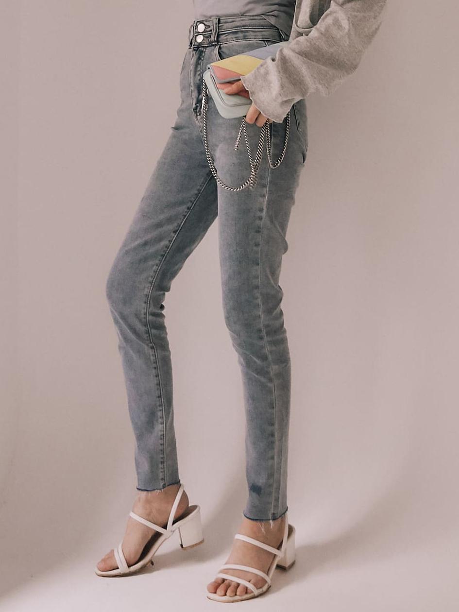 雙釦淺刷中高腰牛仔褲
