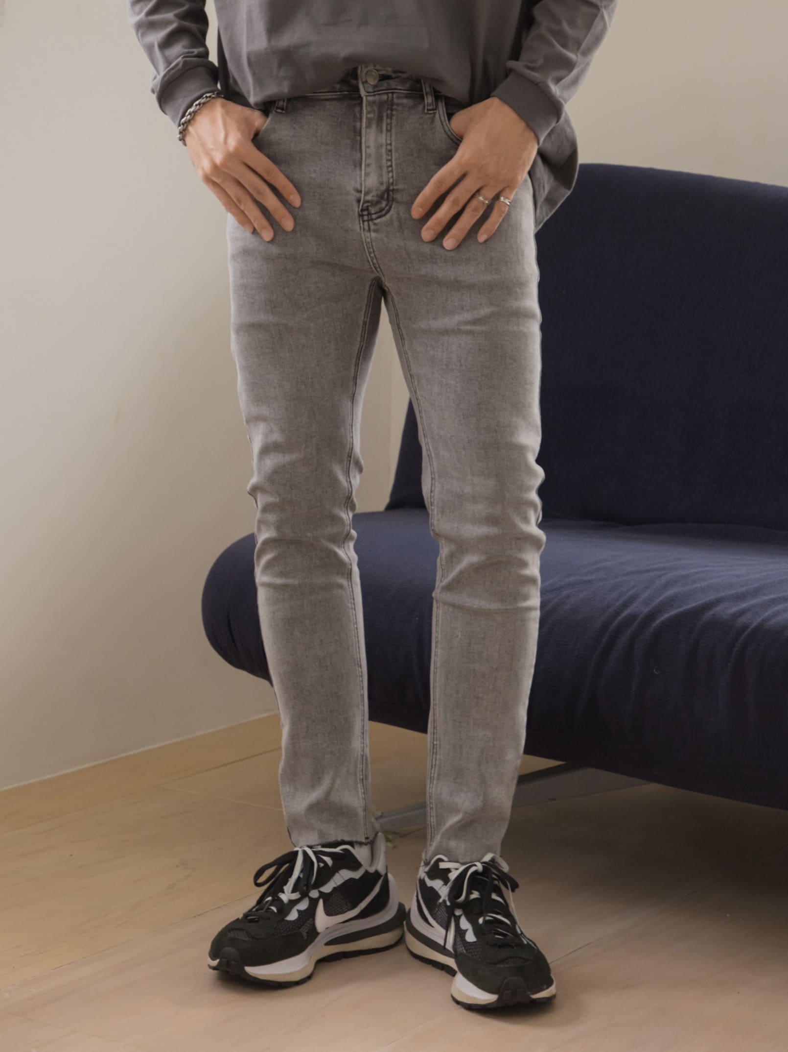 水洗刷灰色貼身彈性牛仔褲